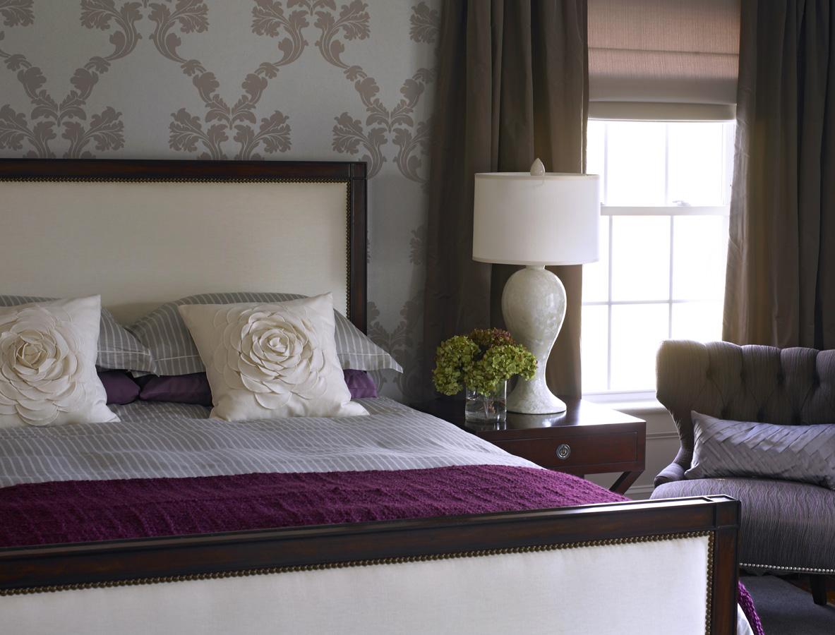 Geegee 39 S Chic Purple Bedroom On Pinterest Bedrooms Purple And Metallic Wallpaper